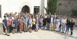 La alcaldesa, Núria Marín, y el teniente de alcaldía de Educación, Jaume Graells, han dado la bienvenida a la ciudad a los 14 profesores nativos, la mayoría de nacionalidad inglesa e irlandesa, que impartirán las clases este curso.