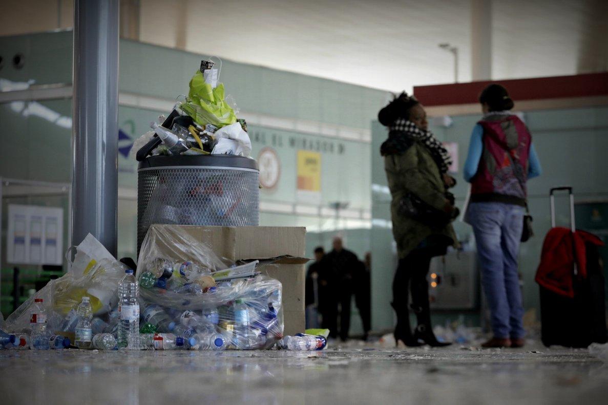 Imagen tomada durante la huelga de servicios de limpieza llevada a cabo en el aeropuerto de El Prat de Barcelona,en el 2016.