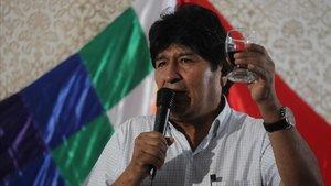 El expresidente de Bolivia, Evo Morales, habla este martes durante un brindis de Fin de Añocon miembros de la comunidad boliviana en Buenos Aires.