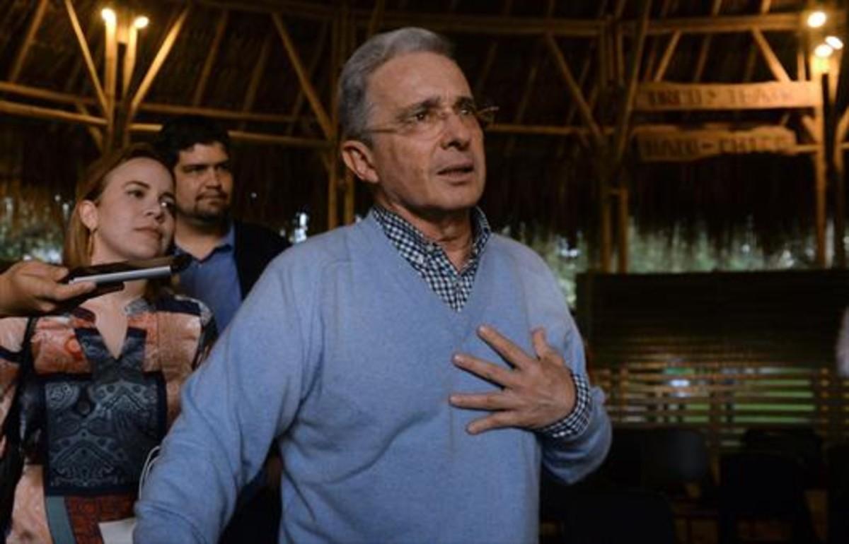 El expresidente Álvaro Uribe, tras conocer la victoria del no en el referéndum.
