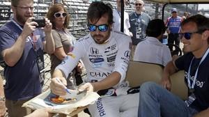 Fernando Alonso, ayer, en Indianápolis, en el día de la prensa.