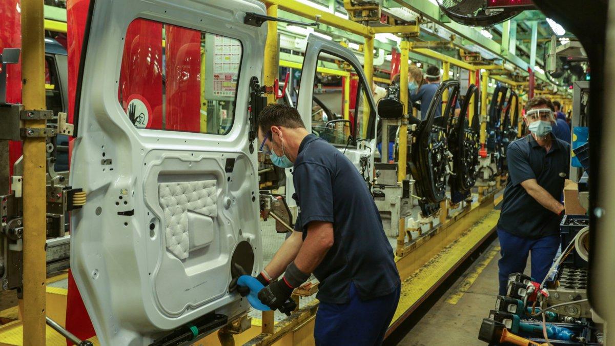 Línea de producción de Ford en Almussafes esta semana en la reanudación de la actividad.