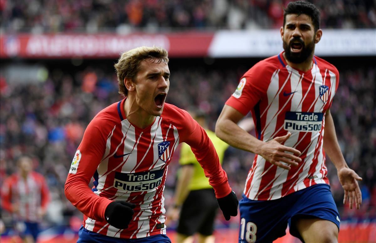 Griezmann celebra el primer gol del Atlético en presencia de Diego Costa.
