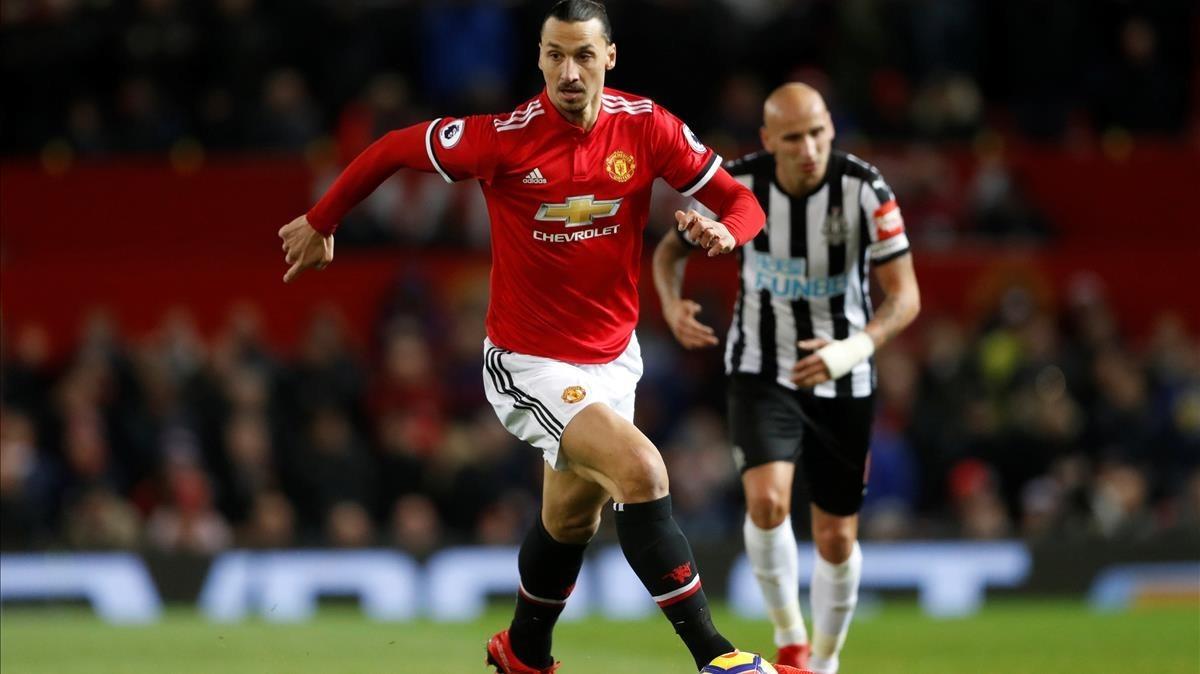 Ibrahimovic, en su reaparición ante el Newcastle.