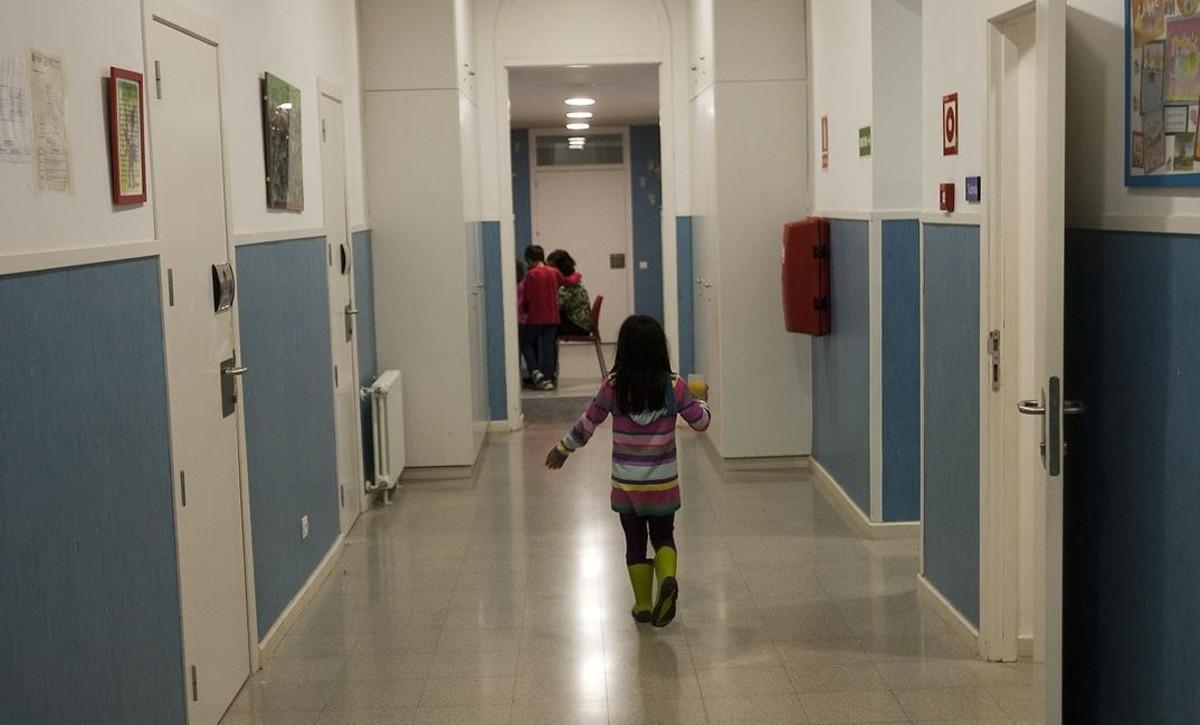 Menores en un centro de Badalona.