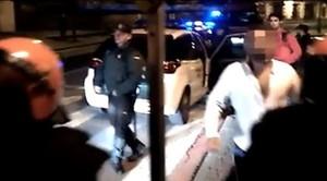Imagen del vídeo grabado por Iñaki Abad al que ha tenido acceso EITB. En la imagen, con camisa blanca, el sargento de la Guardia Civil presuntamente apaleado en Alsasua.