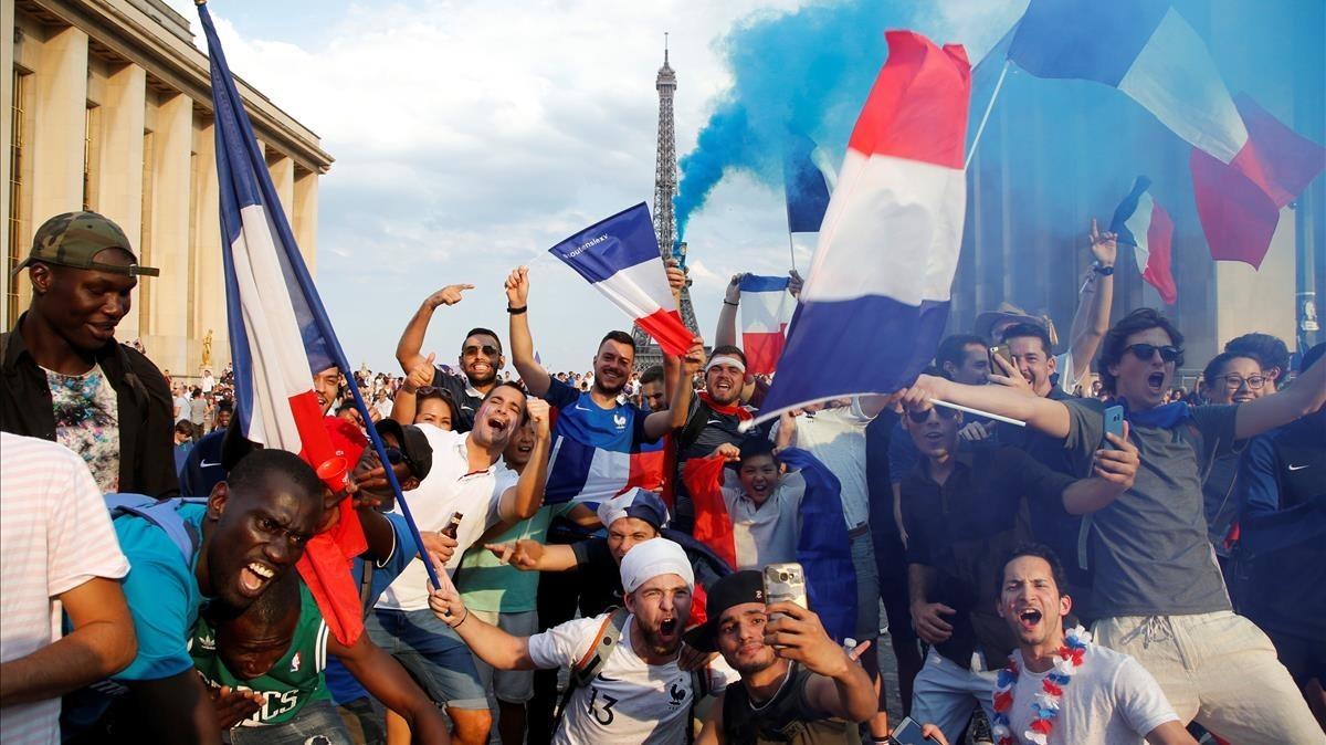 Imagen parisina de euforia por la conquista del Mundial.