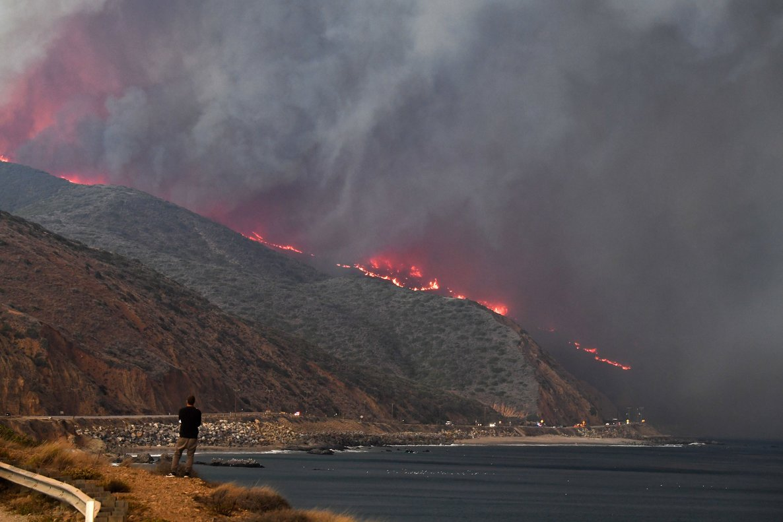 Incendio cerca de Malibú, California.