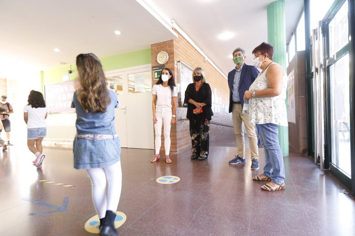 Inicio del curso en la escuela Pep Ventura de L'Hospitalet, la cual visitaron la alcaldesa Núria Marín y el concejal de Educación, David Quirós.