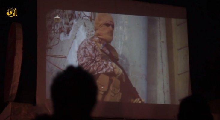 El ISIS proyecta en la plaza pública el vídeo del piloto jordano quemado vivo.