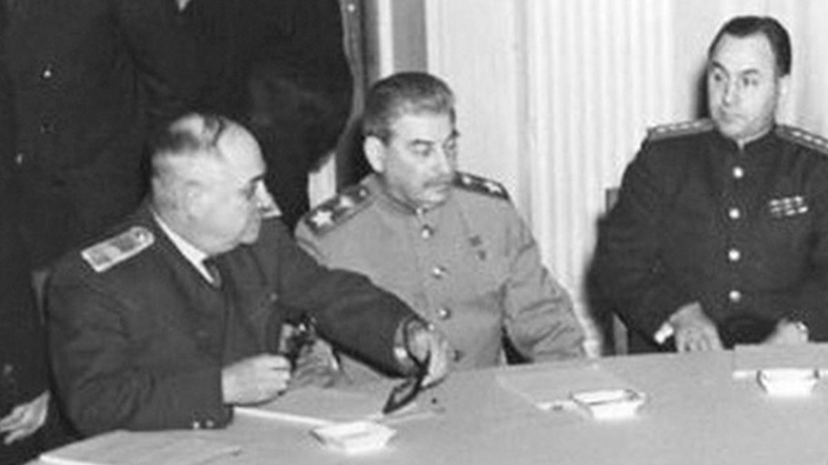 Iván Maiski, junto a Stalin en la conferencia de Yalta.