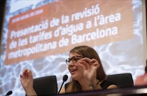 Janet Sanz, en un acto sobre las tarifas del agua.
