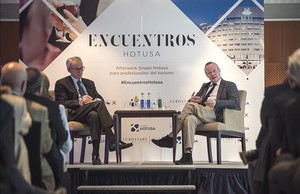Anton Costas, izquierda, y Josep Piqué en el foro Hotusa el pasado jueves