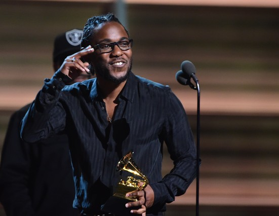 Kendrick Lamar recoge el Grammy al mejor álbum de rap.