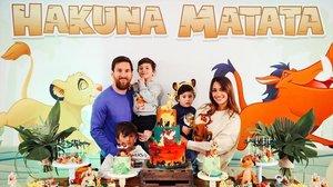 Leo Messi y Antonela Roccuzzo posan con sus hijos, Thiago, Mateo y Ciro, en el segundo cumpleaños del pequeño.
