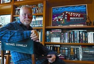 L'escriptor Michael Connelly, a l'estudi de casa seva a Tampa (Florida).