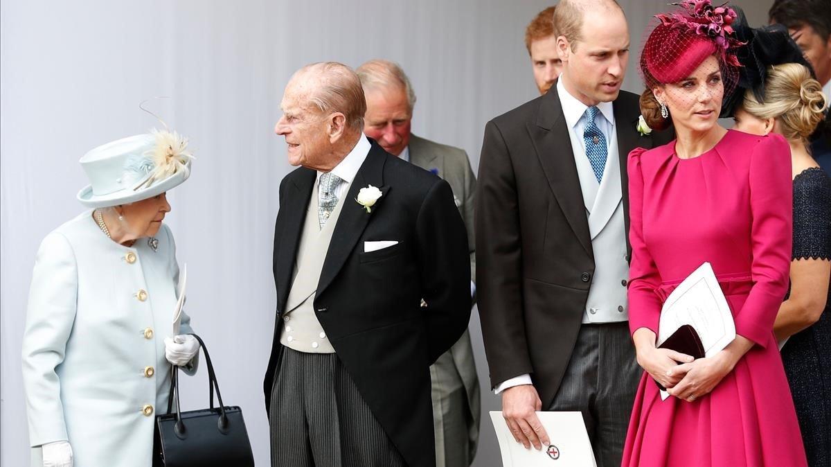 La reina Isabel II, el duque de Edimburgo y los duques de Cambridge.