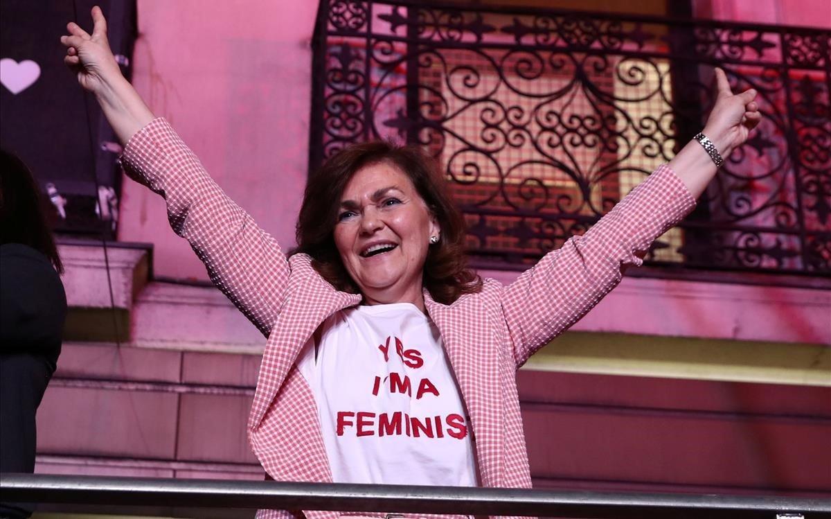 Carmen Calvo esgota la seva samarreta feminista