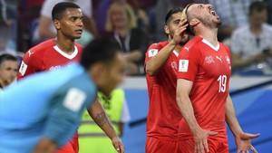 Los jugadores suizos celebran un gol ante Costa Rica.