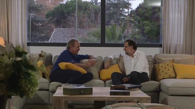 Mariano Rajoy ,con Bertin Osborne, en el programa En tu casa o en la mía de TVE