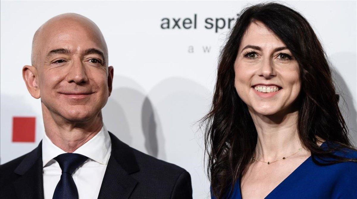 Jeff Bezos y su esposaMacKencie, el pasado abril en Berlín.