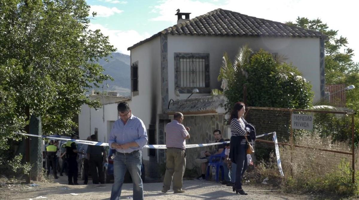 Vista de la vivienda de Puente Tablas, en Jaén, donde se ha producido el incendio.