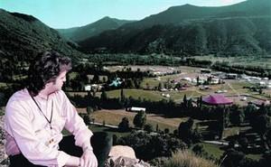 Neo Sala, promotor del Doctor Music, mira la zona del festival, en 1997.