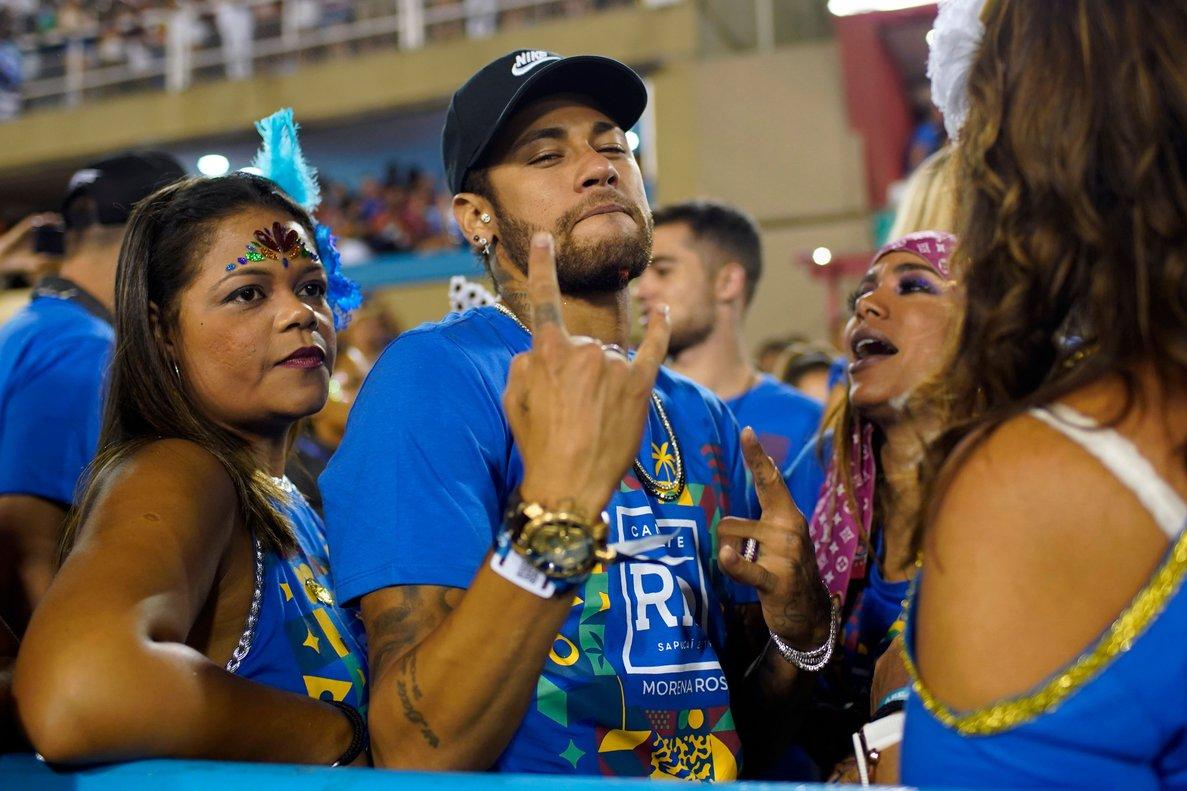 Neymar tiene previsto regresar a París antes del próximo miércoles.