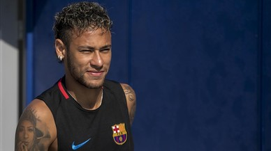 Neymar senior tiene la pelota