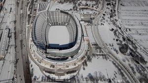 La nieve y el hielo cubren el estadio Soldier Field, en Chicago.