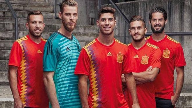 La samarreta 'republicana' d'Espanya per al Mundial 2018 causa un terratrèmol a les xarxes
