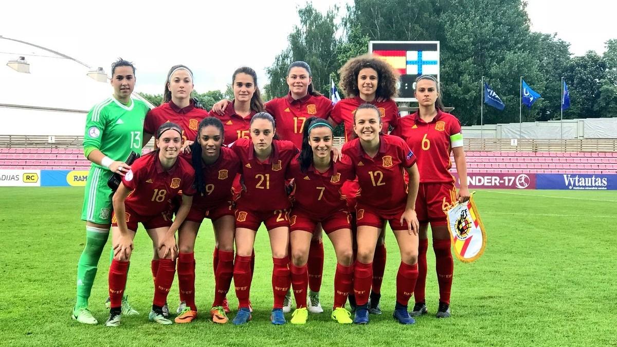El once inicial de España ante Finlandia.