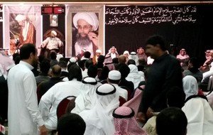 Oraciones por la muerte del clérigo chií Nimr al Nimr en Al-Awamiya, en Arabia Saudí.