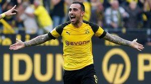 Paco Alcácer celebrael tercer gol de su cuenta, el cuarto del Dortmund, que le daba el triunfo sobre el Augsburgo.