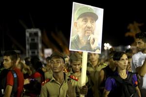 Participantes en el acto en memoria de Fidel Castro en Santiago de Cuba.