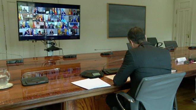 El presidente del Gobierno, Pedro Sánchez, se reúne un domingo más, por videoconferencia, con los presidentes de las comunidades autónómas para analizar la evolución del coronavirus en España.