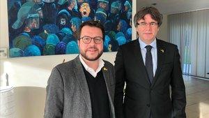 El vicepresidente del Govern, Pere Aragonès, y el expresident Carles Puigdemont, en Waterloo