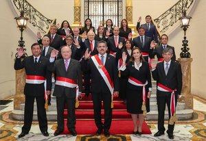 El presidente de Perú,Manuel Merino, junto con su gabinete.