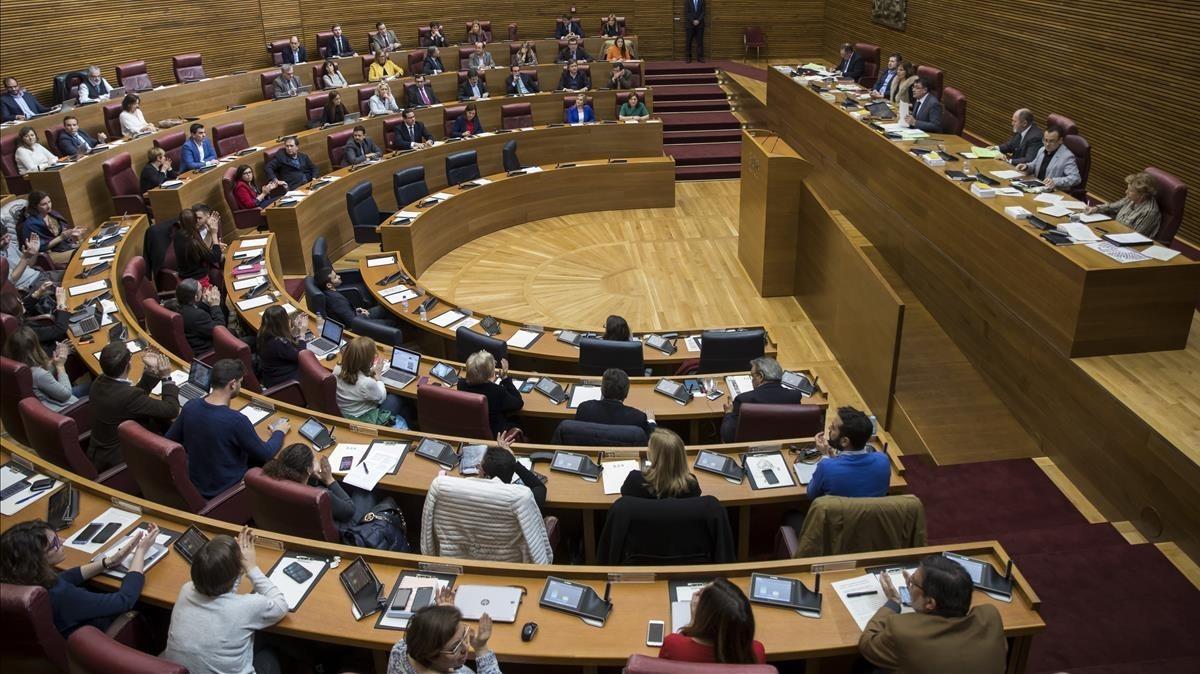 Pleno de Les Corts Valencianes que vota la propuesta de Compromís para instar al expresident de la Generalitat, Francisco Camps, a renunciar como miembro del Consell Jurídic Consultiu.