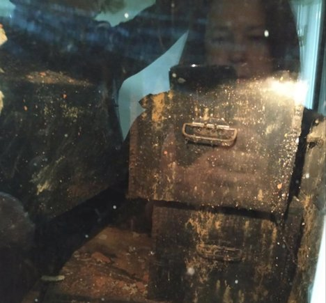 Por primera vez, las familias pueden ver las cajas en las que descansan los parientes que llevan años buscando.
