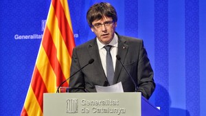 El president Carles Puigdemont, este lunes, en la rueda de prensa que ofreció tras la reunión del Consell Executiu.