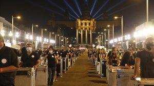 Protesta del sector del espectáculo y los eventosen la avenida de MaríaCristina en Barcelona, ayerjueves.