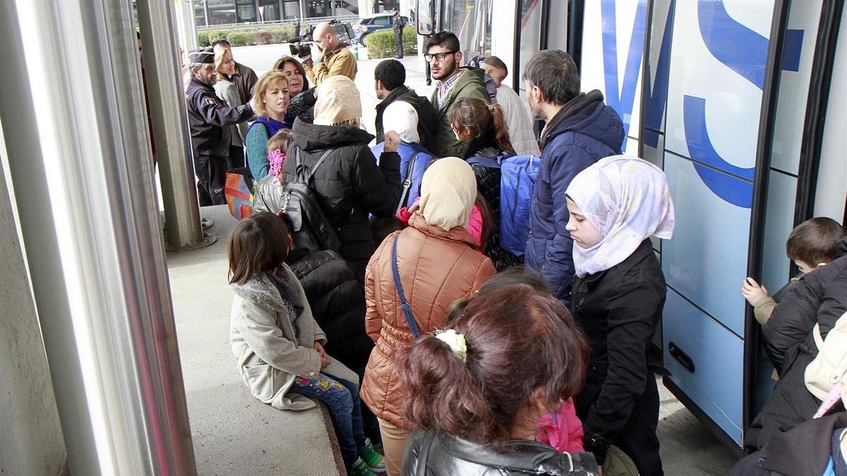 Un grupo de refugiados sirios llegan a España procedentes de Grecia, el año pasado.