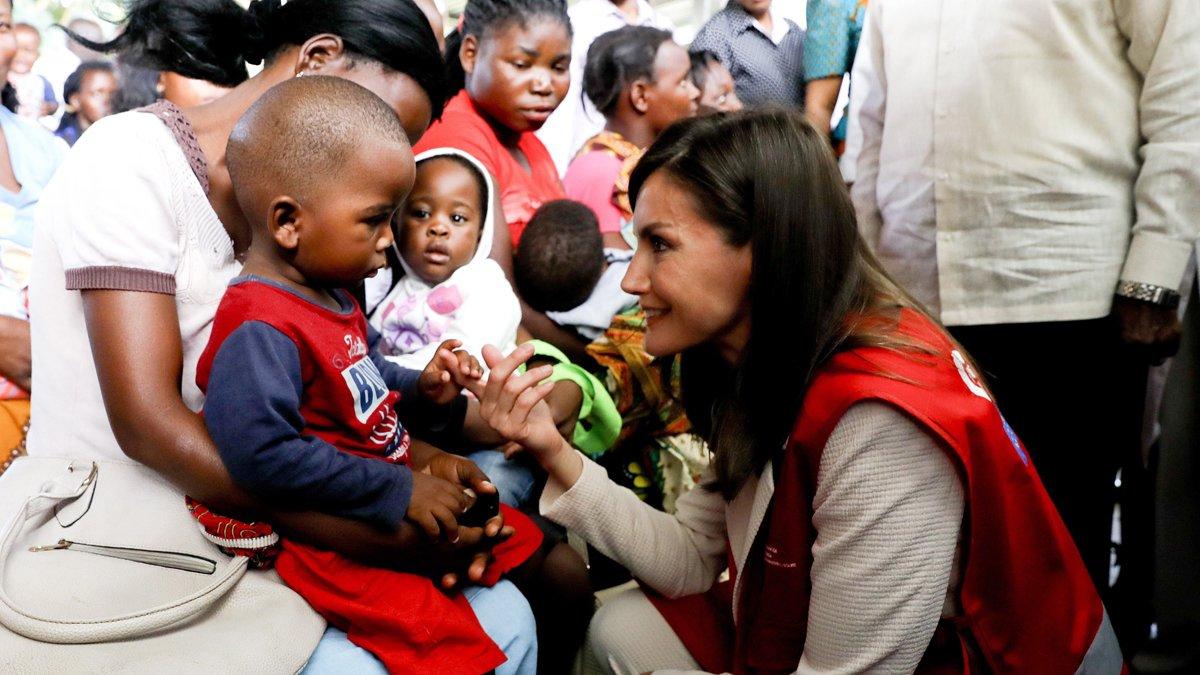 La reina Letizia, en marzo, en una visita a Mozambique.