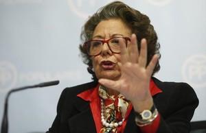La exalcaldesa de Valencia, Rita Barberá, en rueda de prensa.