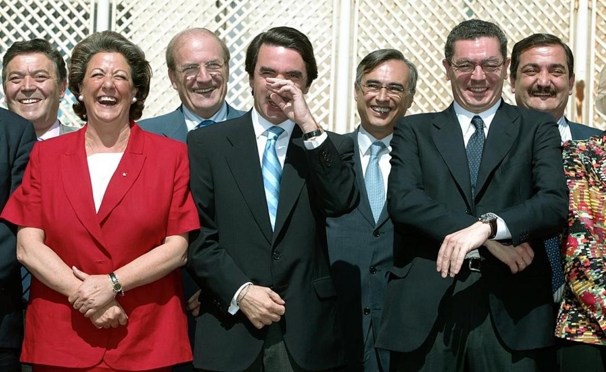 Barberá junto a Aznar y los alcaldes del PP, por aquel entonces.