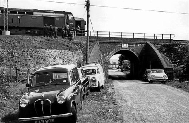 Un tren correo de Glasgow, sobre el puente en el que se produjo el atraco.