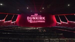 Sala del cine Phenomena dando la bienvenida para la experiencia analogica en 70mm de la pelicula Dunquerque