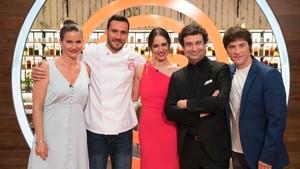 Saúl Cravioto junto a Eva González y el jurado de Masterchef Celebrity 3.