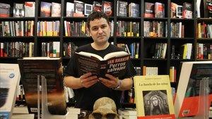 Miguel Ángel Díaz, propietario de la librería Som Negra.